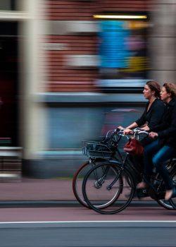 cyclists-690644_1920
